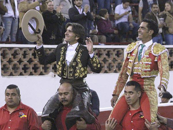 Ventura y Garibay, a hombros en QRO