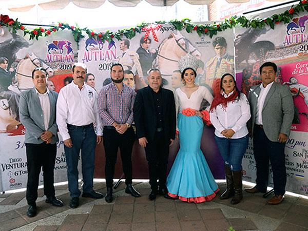 Presentan carteles de carnaval en Autlán
