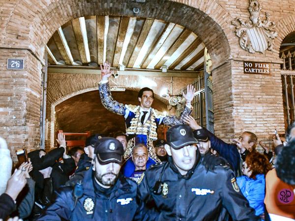 López Simón sale a hombros en Valencia