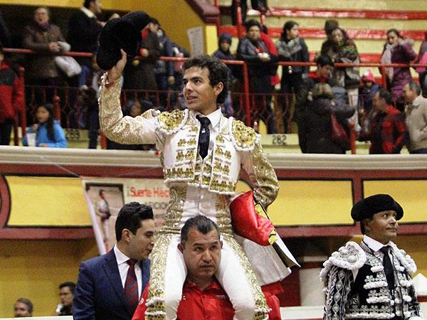 Héctor Gabriel sale a hombros en Teziutlán