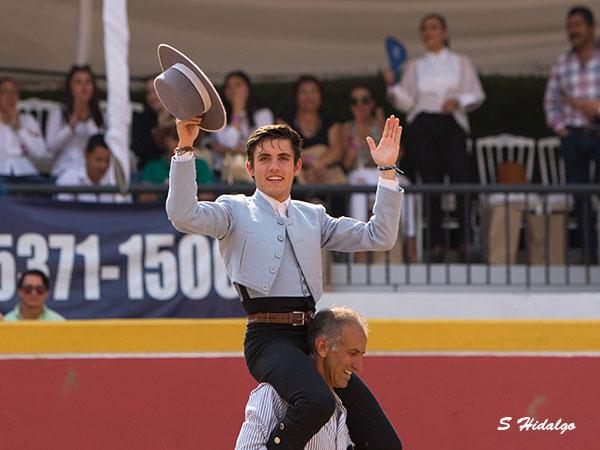 """Guillermo, a hombros en """"Los Azulejos"""""""