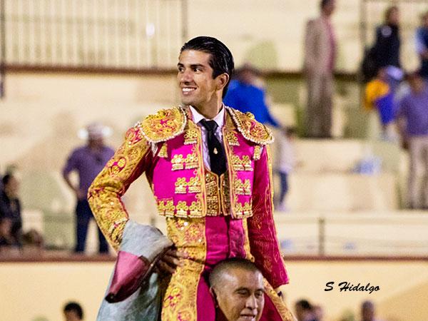 El Calita sale a hombros en Texcoco
