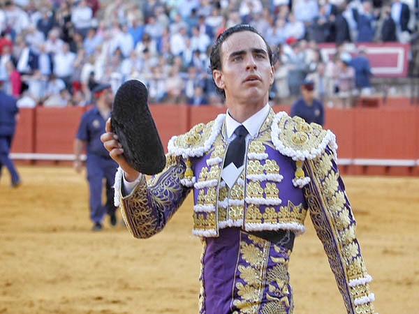 Joaquín Galdós da una vuelta en Sevilla
