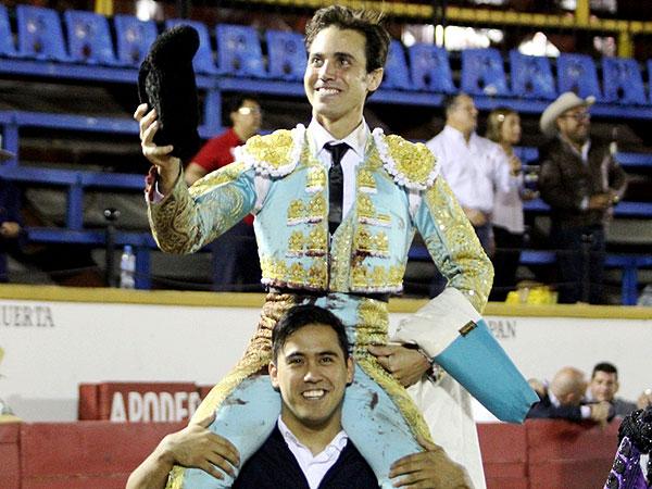 José Mauricio sale a hombros en Puebla