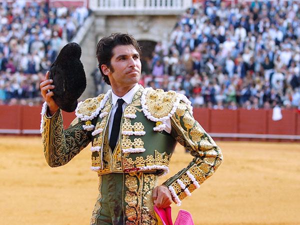 Cayetano sobresale en la corrida de Sevilla