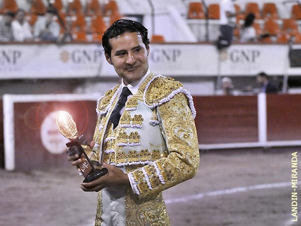 """Angelino de Arriaga gana la """"Oreja de Oro"""""""