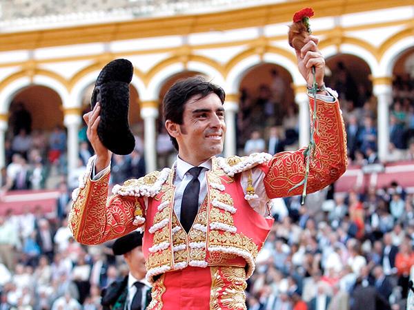 Perera corta una oreja en Sevilla