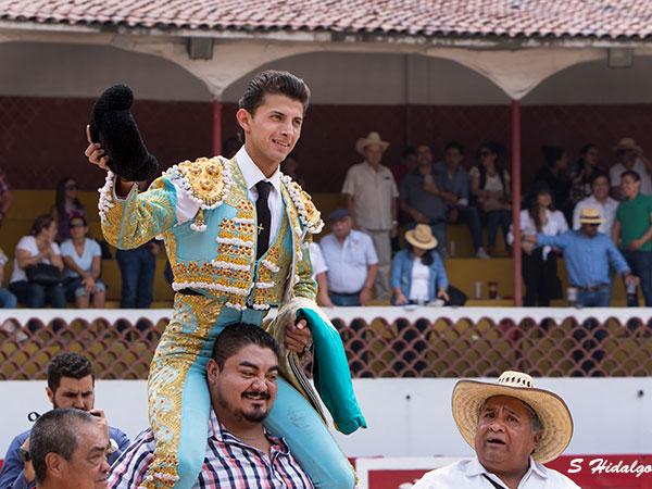 Cristian Antar sale a hombros en La Florecita