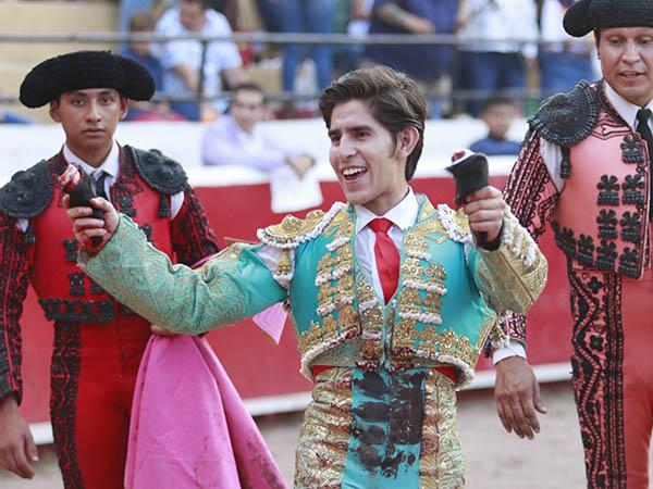 Herrera triunfa en la novillada de Cadereyta