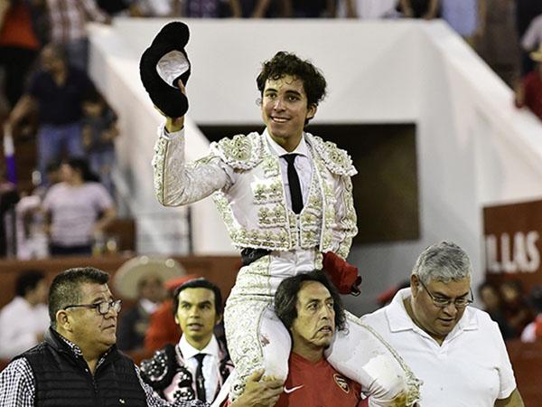 Leo sale a hombros en San Luis Potosí