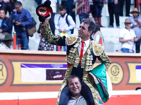 Arturo Macías triunfa en Huamantla