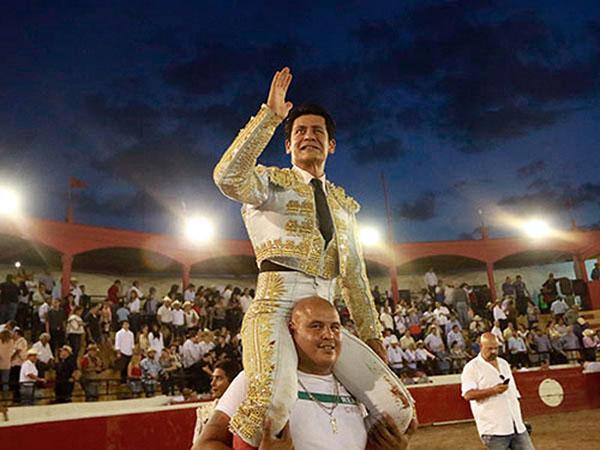 Gran tarde de El Zapata en Cadereyta