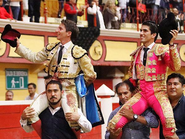 Escobedo y Calita, a hombros en Teziutlán