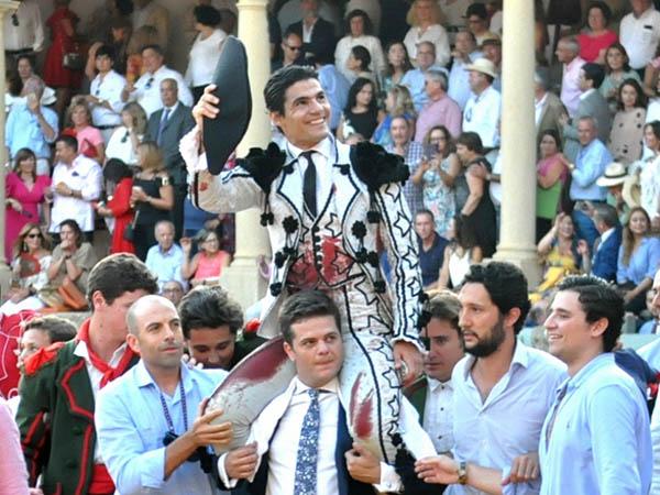 Pablo Aguado corta tres orejas en Ronda
