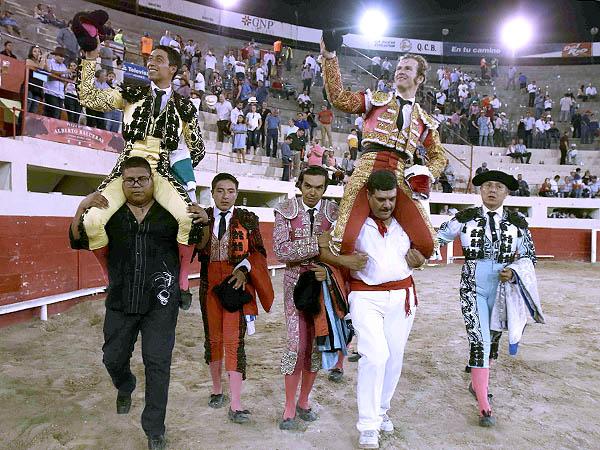 Flores indulta un toro de Begoña en Juárez