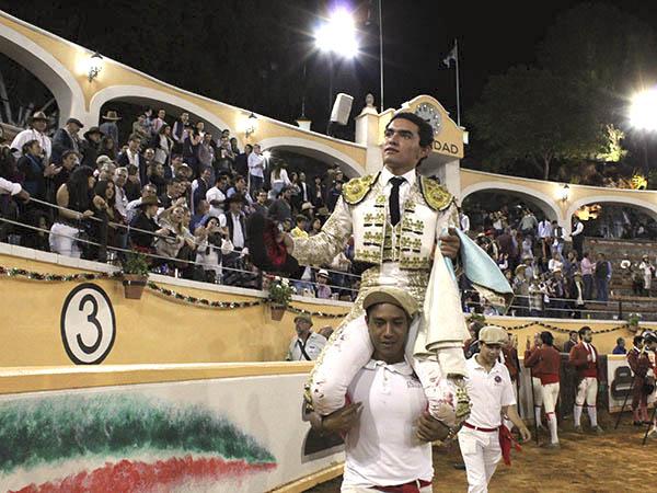 Juan Querencia sale a hombros en Juriquilla