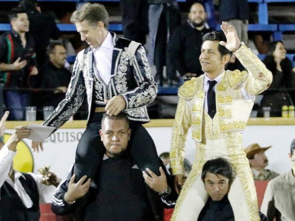Hermoso y El Zapata triunfan en Puebla
