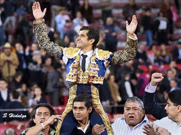 Joselito sale a hombros en La México