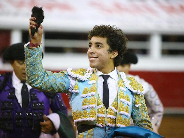 Leo Valadez sobresale en la Santa María