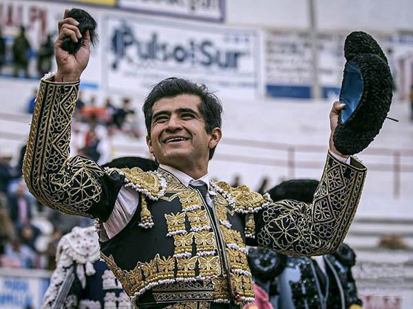 Joselito, Barba y Silveti, triunfan en Jalpa