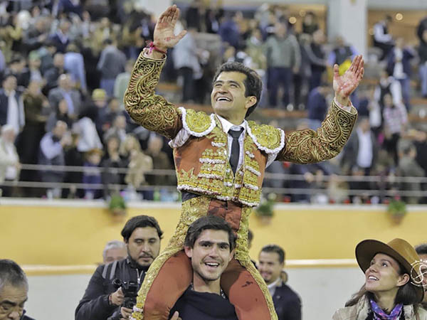¡Contrastes! … Joselito triunfa en Juriquilla