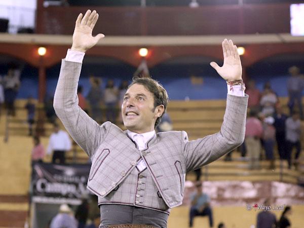 Andy Cartagena sale a hombros en Autlán