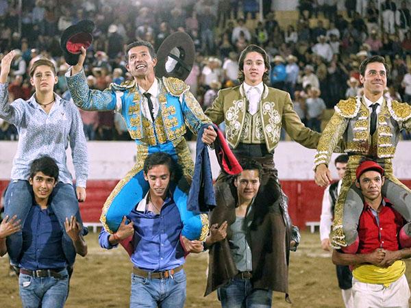 Tarde triunfal en Tecolotlán