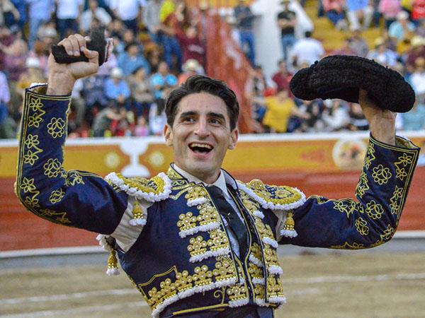 """Arturo de Alba sale a hombros en """"Jalos"""""""
