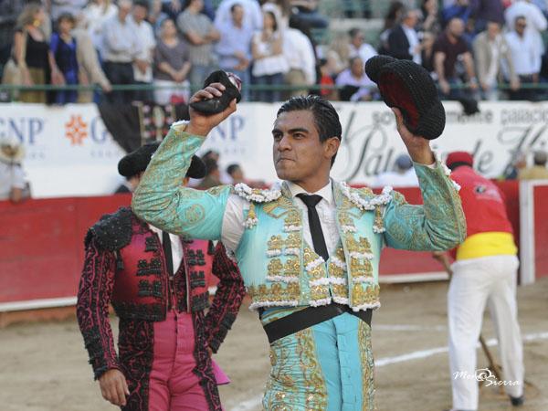 Gerardo Rivera corta una oreja en GDL