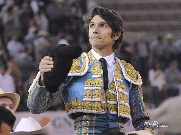 Castella indulta un toro de Arroyo Zarco en GDL