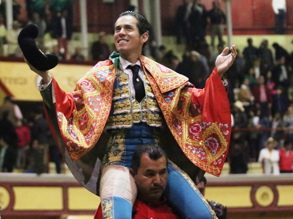 Diego Silveti sale a hombros en Teziutlán