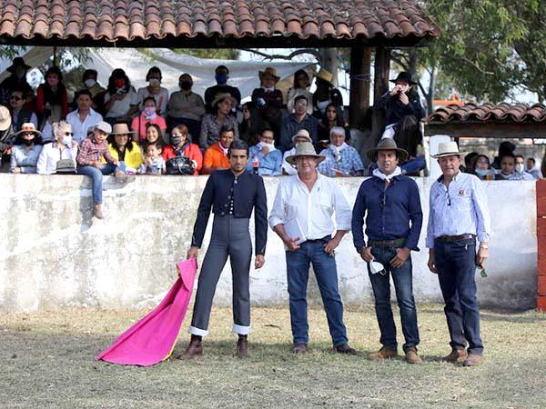 Visitan la ganadería de San Judas Tadeo
