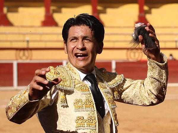 El Zapata corta una oreja en Tlaxcala