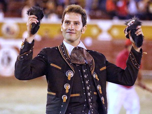 Arturo Saldívar triunfa en Jalos
