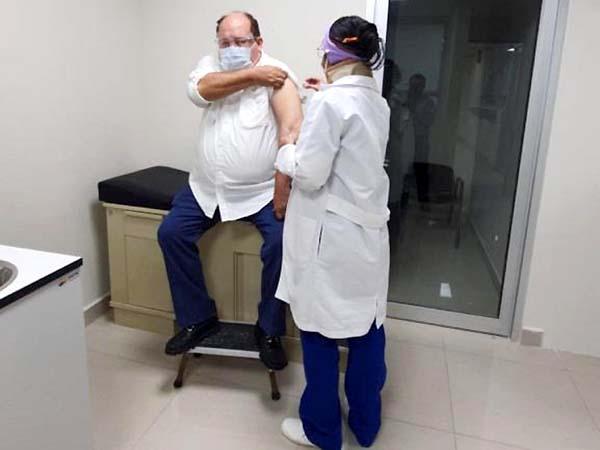 """""""Me vacuné para motivar a la gente"""": Jacques"""
