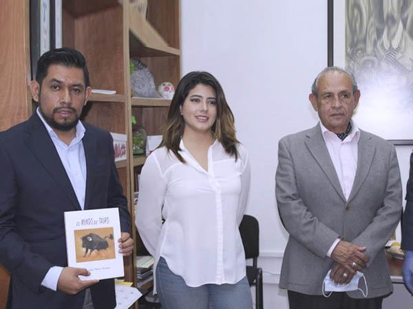 FCTH entrega libros a los regidores poblanos