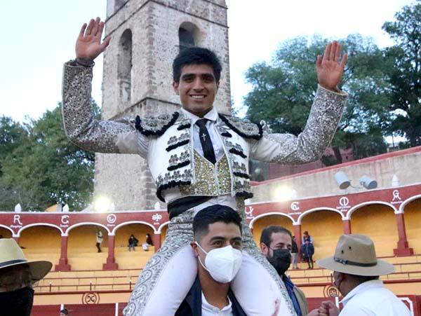 Pepe Nava sale a hombros en Tlaxcala