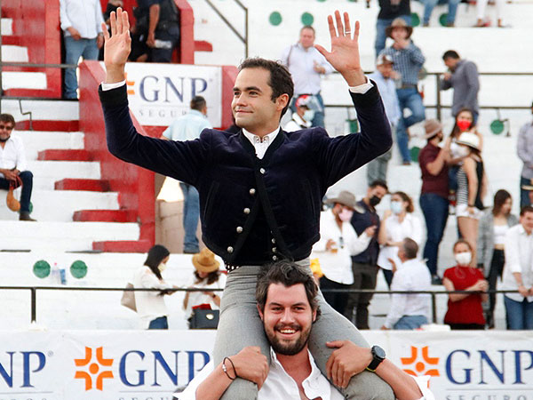 Juan Pablo Sánchez sale a hombros en León