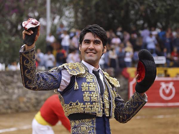 Alejandro Fernández triunfa en casa