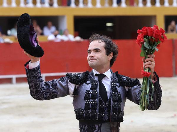 Juan Pablo corta solitaria oreja en Tijuana