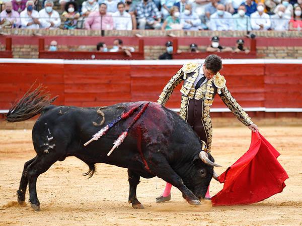 Luque y Morante triunfan en Huelva