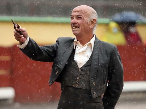Raúl Ponce de León triunfa bajo la lluvia