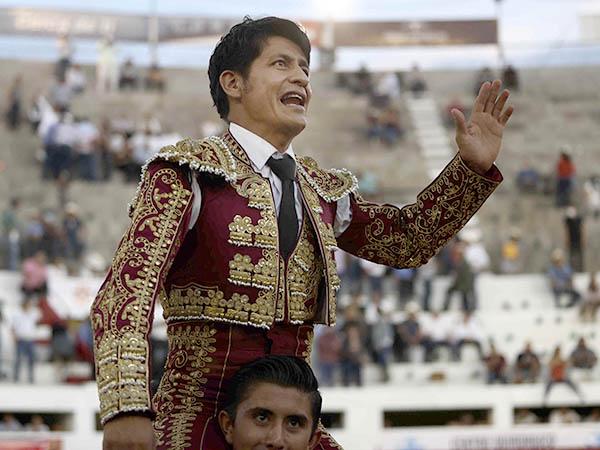 Tarde redonda de El Zapata en Ciudad Juárez
