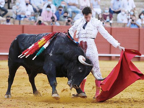 Luque firma una importante faena en Sevilla