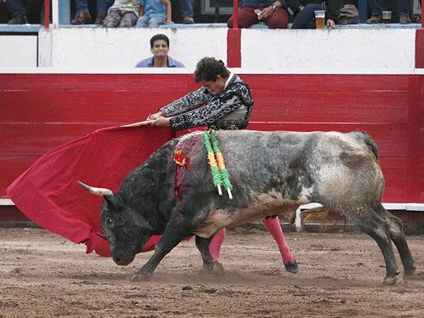 Leo triunfa y Martínez se lesiona, en Uriangato
