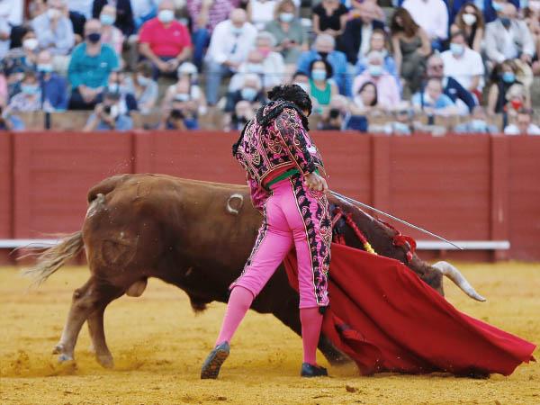 Morante cautiva a Sevilla con su inspiración
