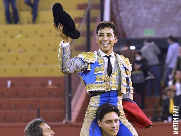 Leo Valadez corta dos orejas en San Luis