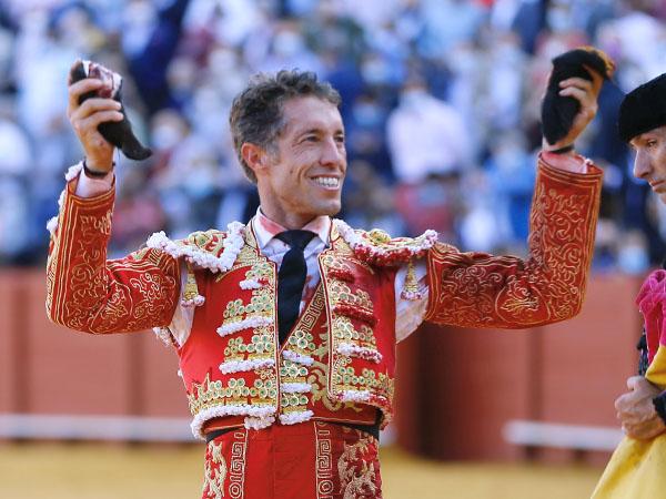 Manuel Escribano triunfa en Sevilla
