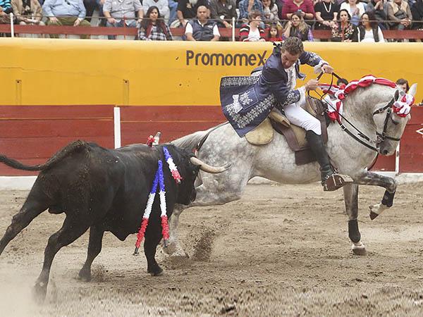 Saldívar y El Payo triunfan en Teocaltiche