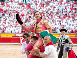 Rafaelillo sale a hombros en Pamplona